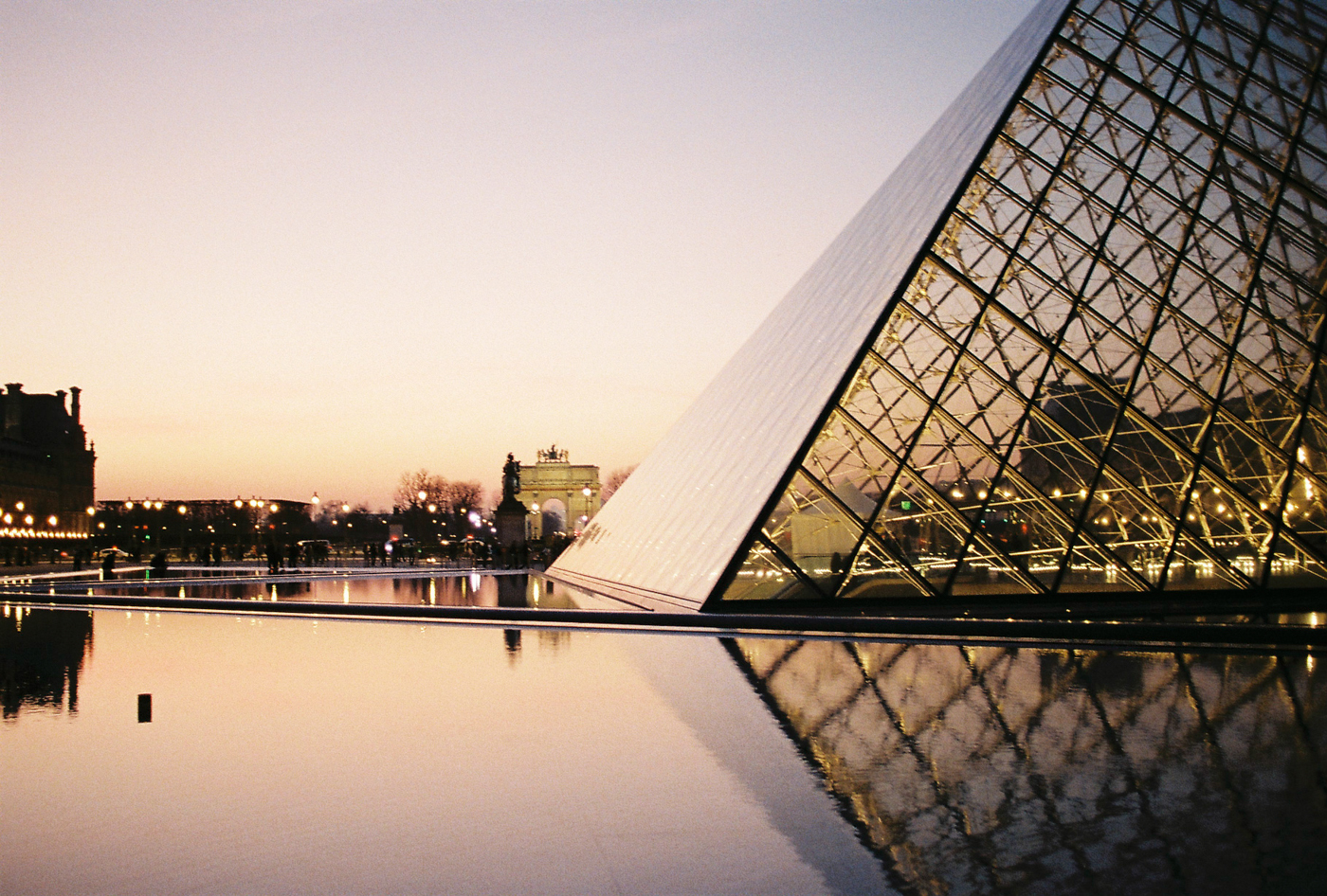 Leo_Piastra_Paris-Pyramide du Louvre