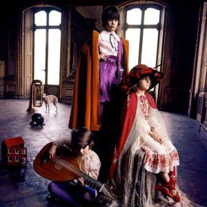 FACS-761-762-Costumes-forthe-school-play-Arrowsmith©MaisonSensey